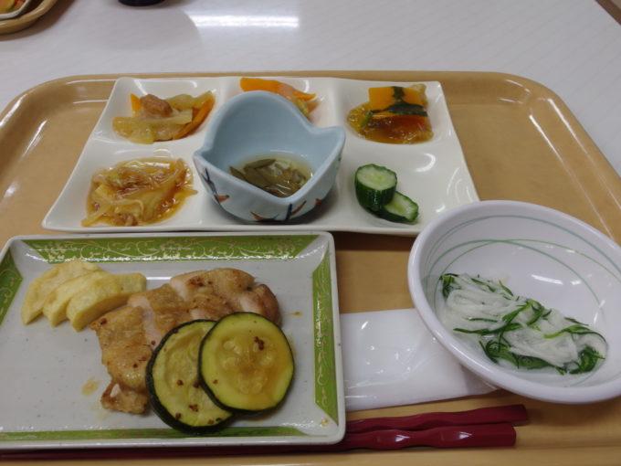 玉川温泉カフェテリアスタイルの夕食