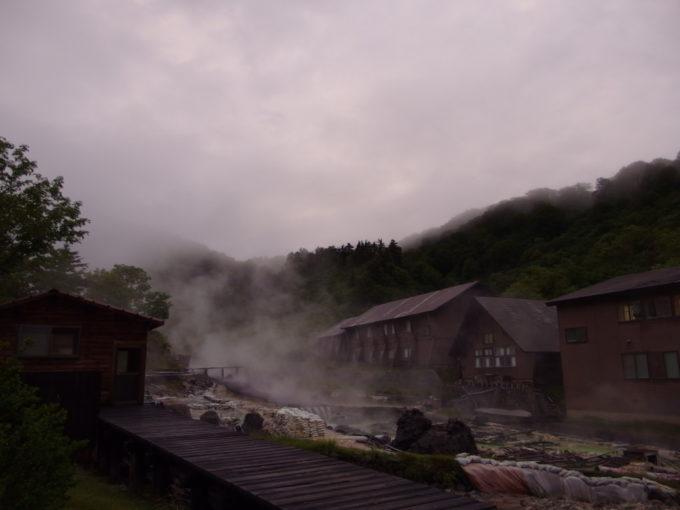 夕暮れ時の玉川温泉