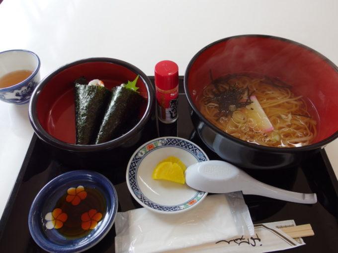 玉川温泉昼食日替わりの稲庭うどんと手巻き寿司のセット