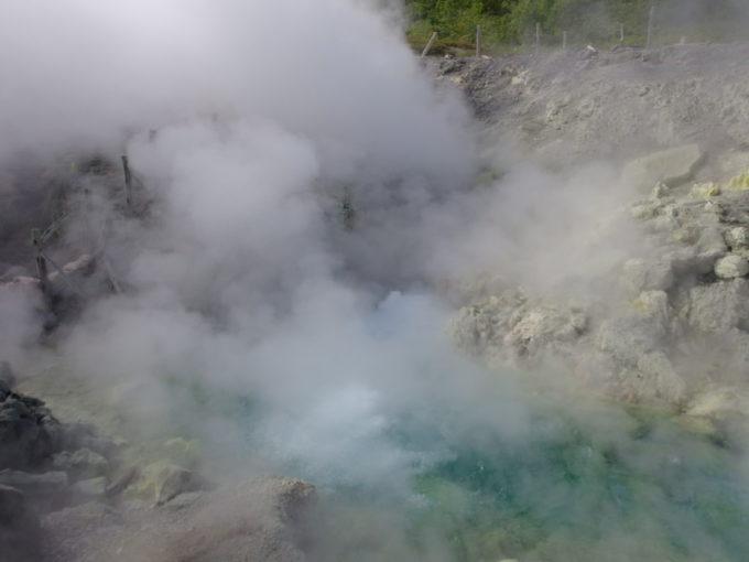 日本一の強酸性塩酸を噴出する玉川温泉源泉大噴