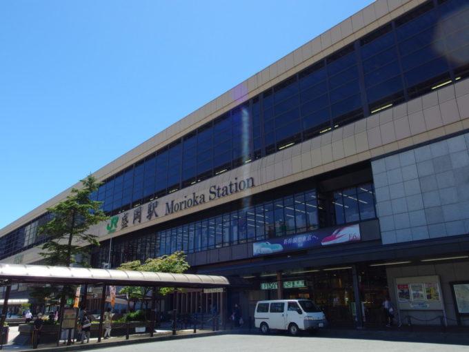 夏空に映える盛岡駅