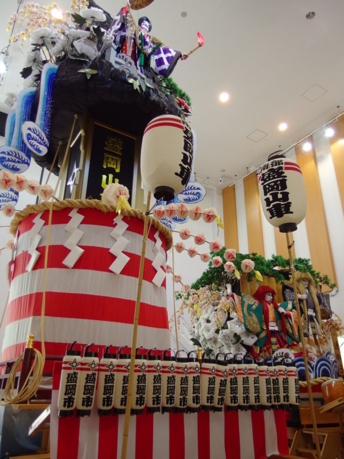 もりおか歴史文化館に展示された盛岡山車