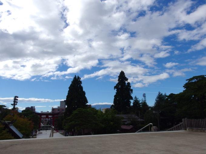 盛岡八幡宮から望む雄大な岩手山