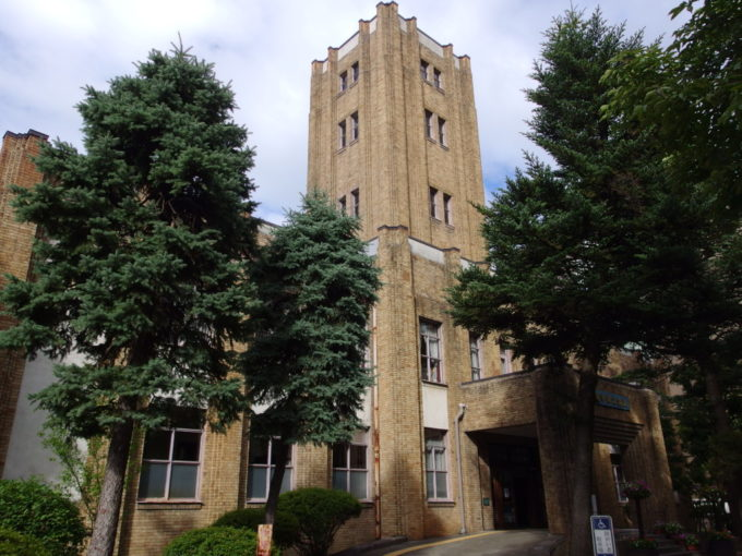 優美な姿の岩手県公会堂