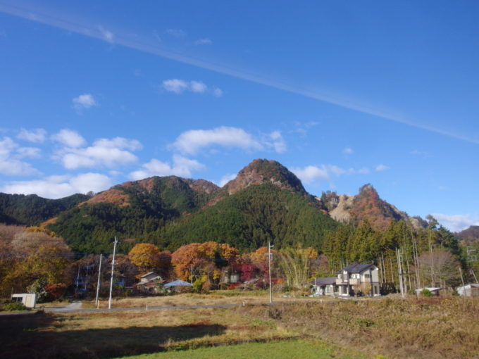 山との距離が近くなる東武日光線