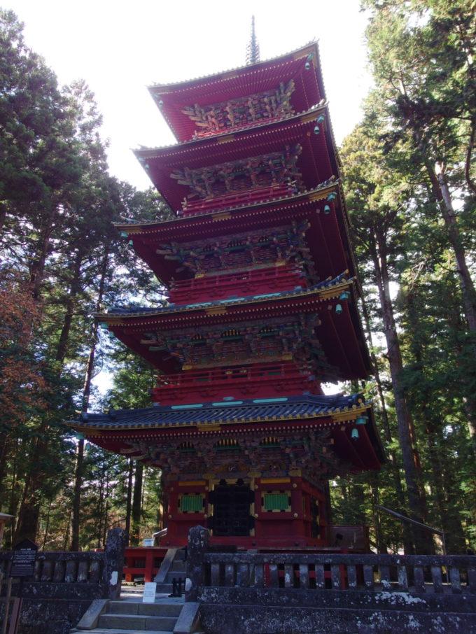 日光東照宮鮮やかな彫刻の施された五重塔