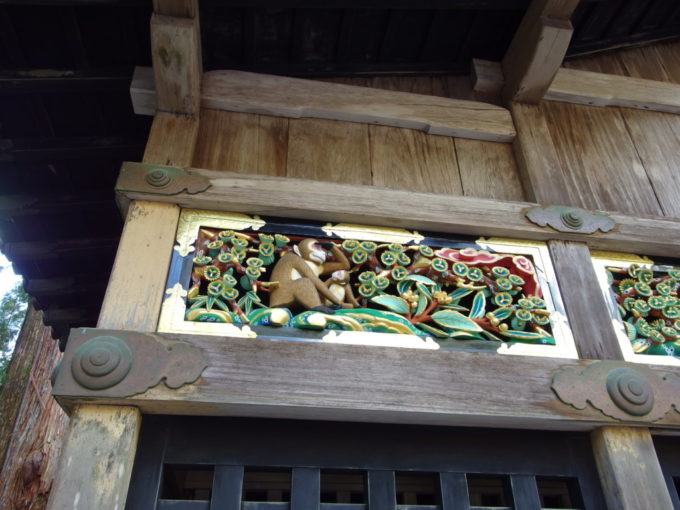彩色が施され鮮やかさを取り戻した日光東照宮神厩舎