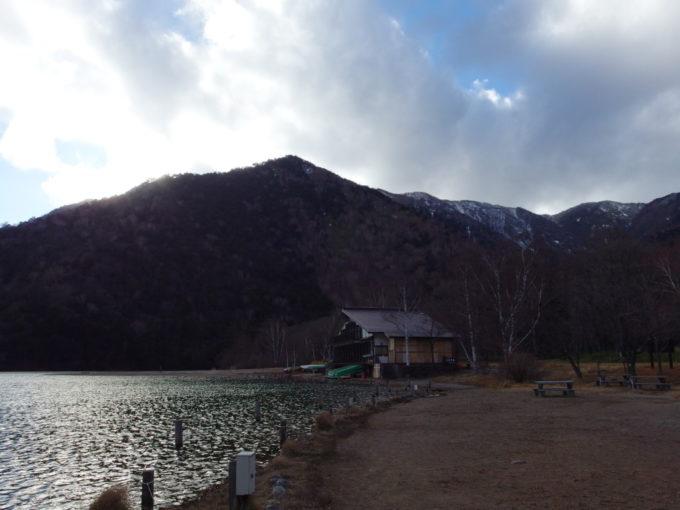 日光湯元温泉に佇む湯ノ湖