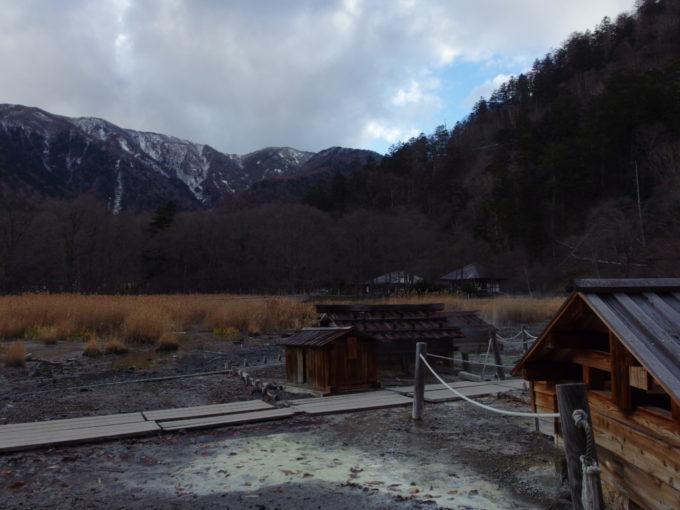 日光湯元源泉から眺める雪化粧の山並み