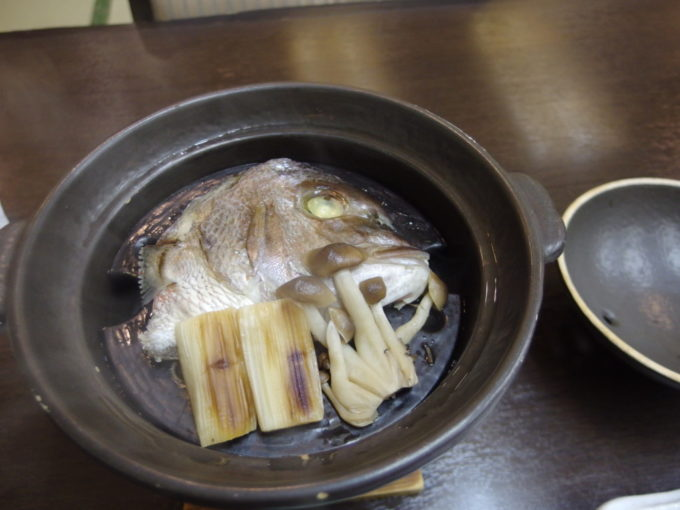 日光湯元温泉湯守釜屋3泊目夕食鯛の兜蒸し