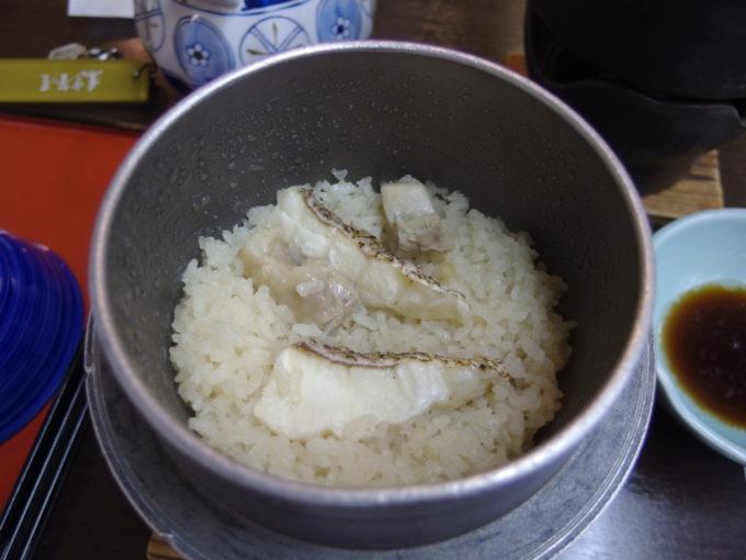日光湯元温泉湯守釜屋3泊目夕食鯛の釜めし