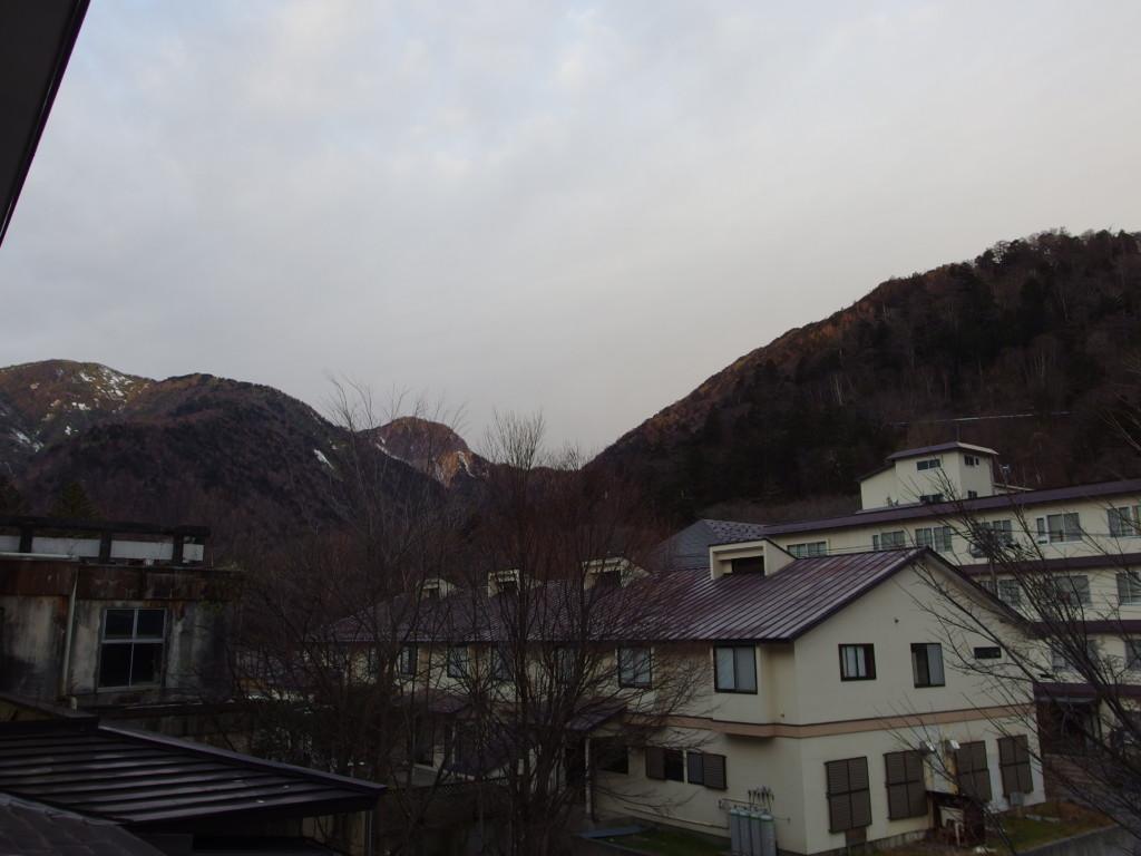 初冬の日光湯元温泉湯守釜屋で迎える曇天の朝