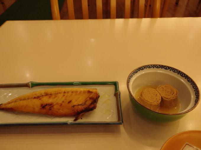 日光湯元温泉湯守釜屋3泊目朝食焼き鯖と湯波の煮物
