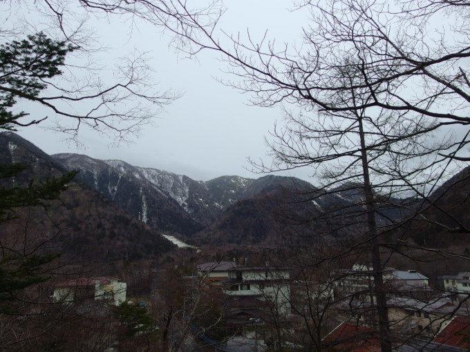 日光湯元温泉神社から眺める群馬と県境を分ける山並み