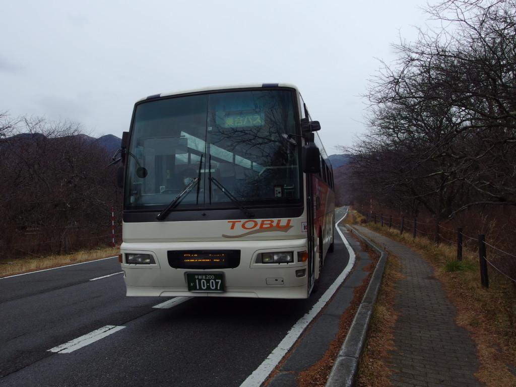 戦場ヶ原展望台最寄りの三本松バス停より東武バス日光駅行きに乗車