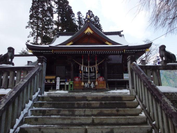 冬の盛岡櫻山神社の拝殿