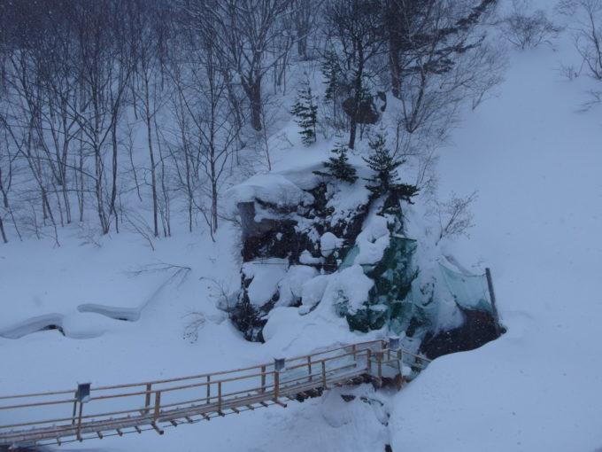 冬の松川温泉松楓荘名物の洞窟風呂