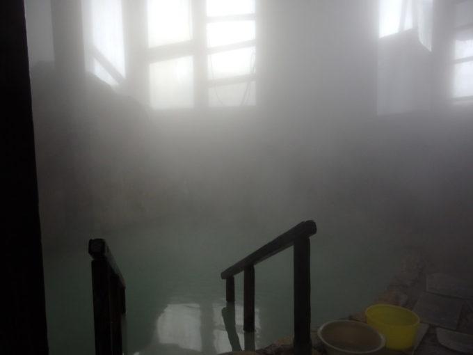 松川温泉松楓荘巨岩の内風呂