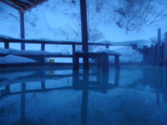 冬の松川温泉松楓荘混浴の露天風呂に浸かり無心に湯と雪景色を味わう