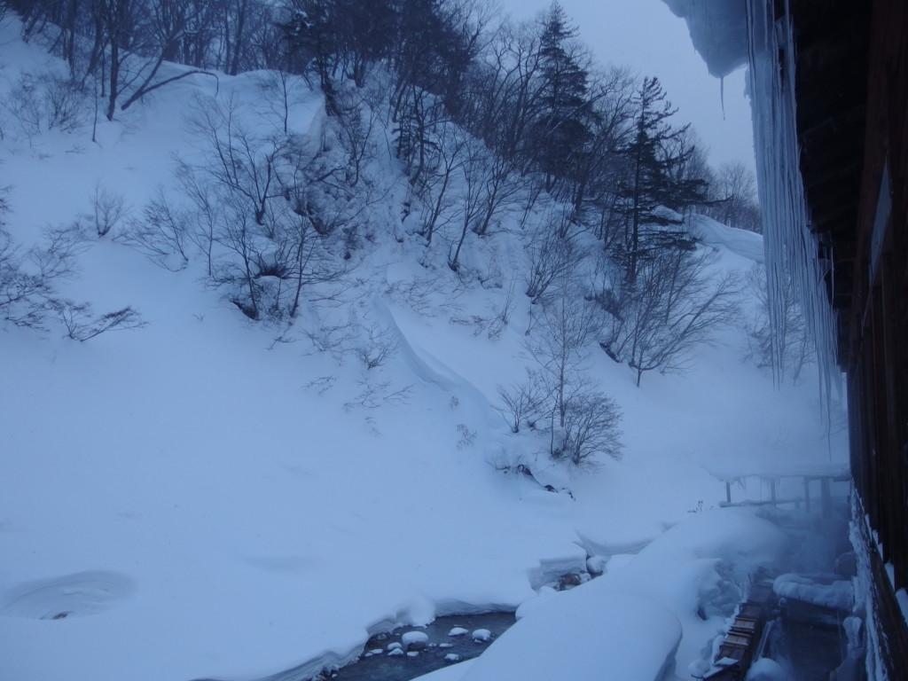 冬の松川温泉松楓荘で迎える静かな銀世界の朝