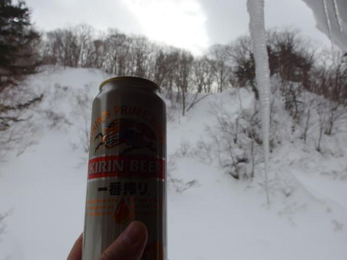 冬の松川温泉松楓荘湯上りに楽しむ午前の雪見ビール