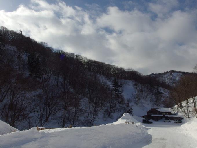 冬の松川温泉松楓荘別れ際にもう一度振り返る
