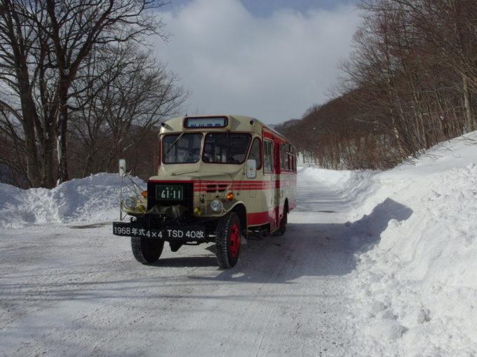 岩手県北自動車現役のボンネットバスで松川温泉を去る