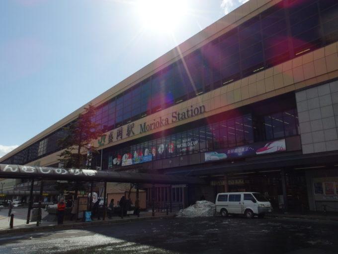 冬晴れに輝く盛岡駅