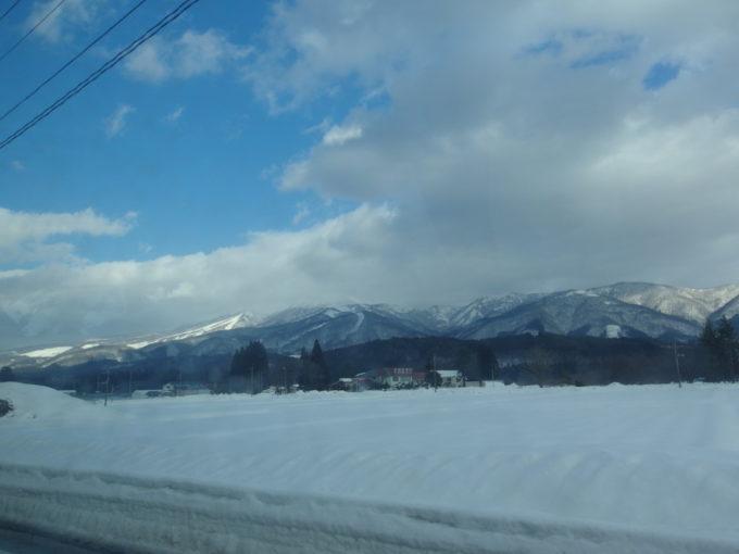 羽後交通乳頭温泉行きバス車窓から望むたざわ湖スキー場