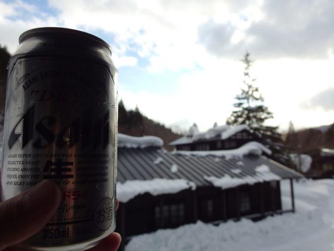 冬の乳頭温泉郷鶴の湯湯上りに味わう冷たいビール
