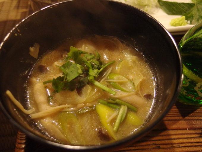 冬の乳頭温泉郷鶴の湯名物の山の芋鍋