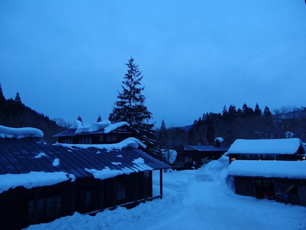 冬の乳頭温泉郷鶴の湯で迎える静かな朝