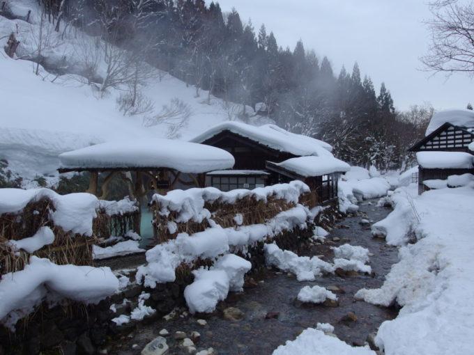 冬の乳頭温泉郷鶴の湯朝の静かな気配
