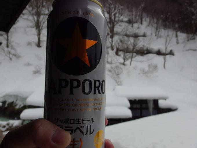 冬の乳頭温泉郷鶴の湯冷たく旨い午前のビール