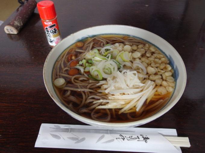 冬の乳頭温泉郷鶴の湯2日目昼食山芋そば
