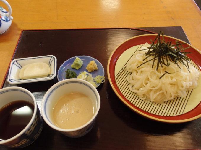 角館旬菜料理月の栞特製ごまだれ冷やしうどん