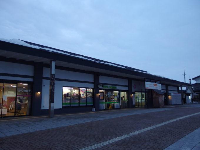 冬の角館夕暮れ時の角館駅