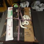秋田新幹線E6系こまち号車内のお供に大館駅名物花善比内地鶏の鶏めし弁当
