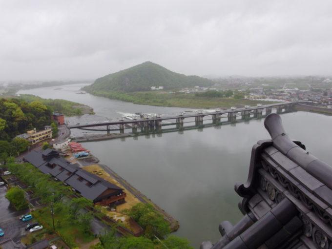 国宝犬山城天守閣から望む雄大な木曽川の流れ