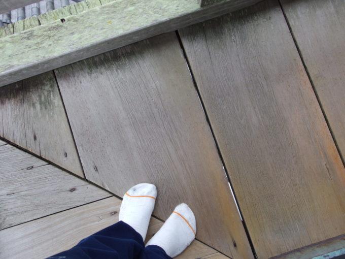 床板の隙間から下が見える国宝犬山城望楼廻縁