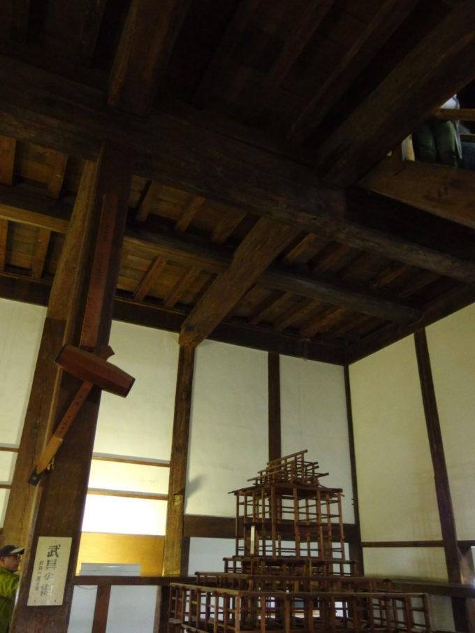 国宝犬山城現存天守の重厚な骨組み