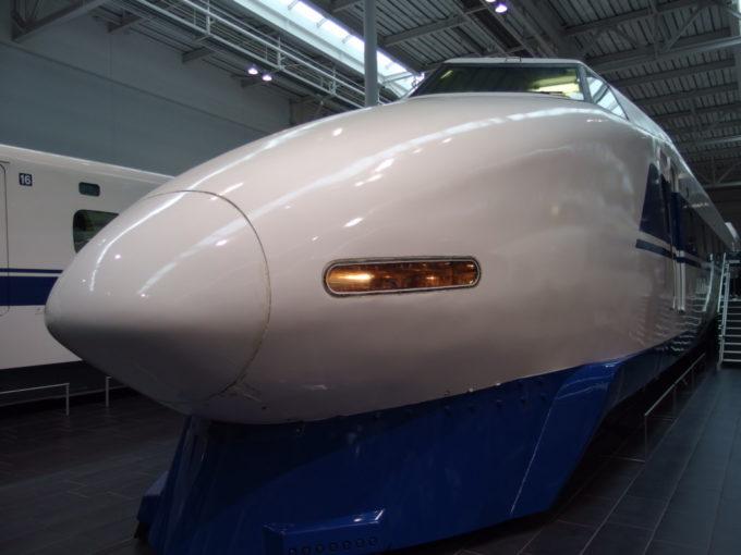 リニア・鉄道館初の2階建て新幹線100系きりりとしまったシャークノーズ
