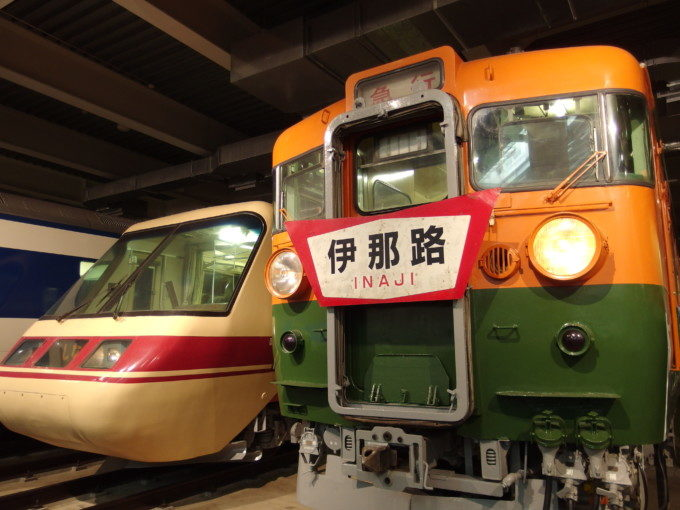 リニア・鉄道館165系急行型と日本初振り子特急381系グリーン先頭車