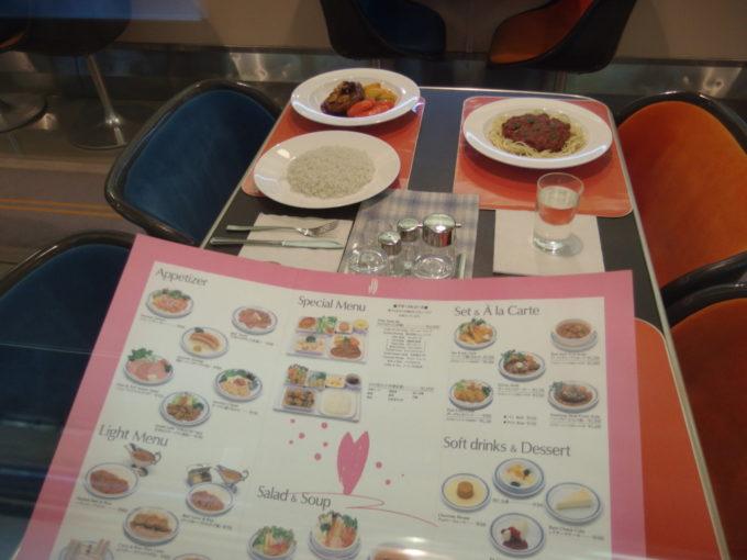 リニア・鉄道館東海道新幹線初代0系食堂車車内に飾られた在りし日のメニュー