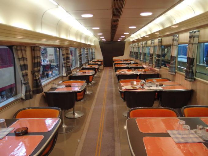 リニア・鉄道館東海道新幹線初代0系食堂車車内