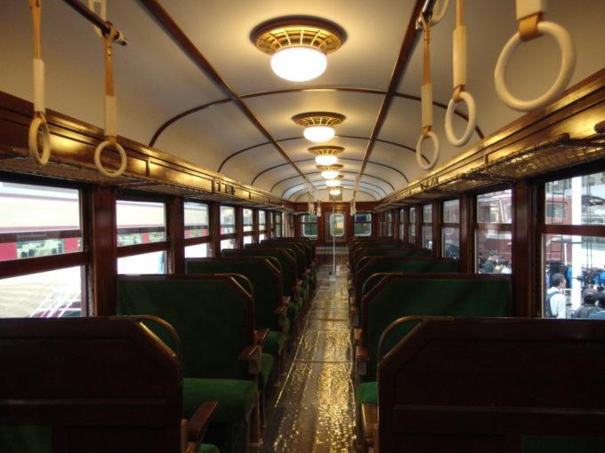 リニア・鉄道館52系電車重厚な雰囲気漂う車内