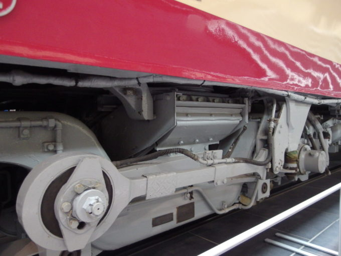 リニア・鉄道館381系の特徴でもある台車のコロ