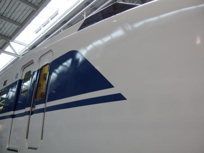 リニア・鉄道館初の2階建て新幹線100系素晴らしいラインのデザイン