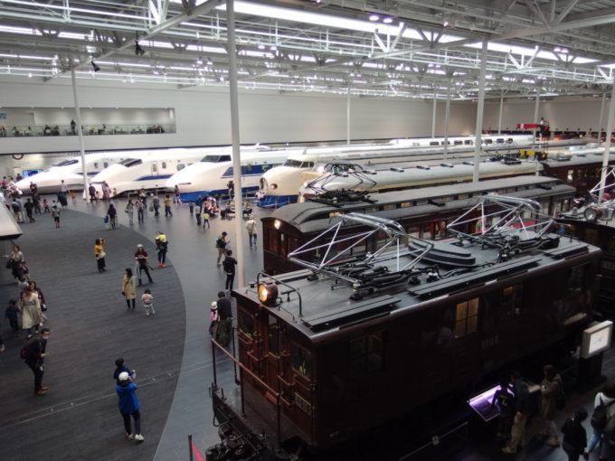 リニア・鉄道館2階より電気機関車から新幹線まで俯瞰する