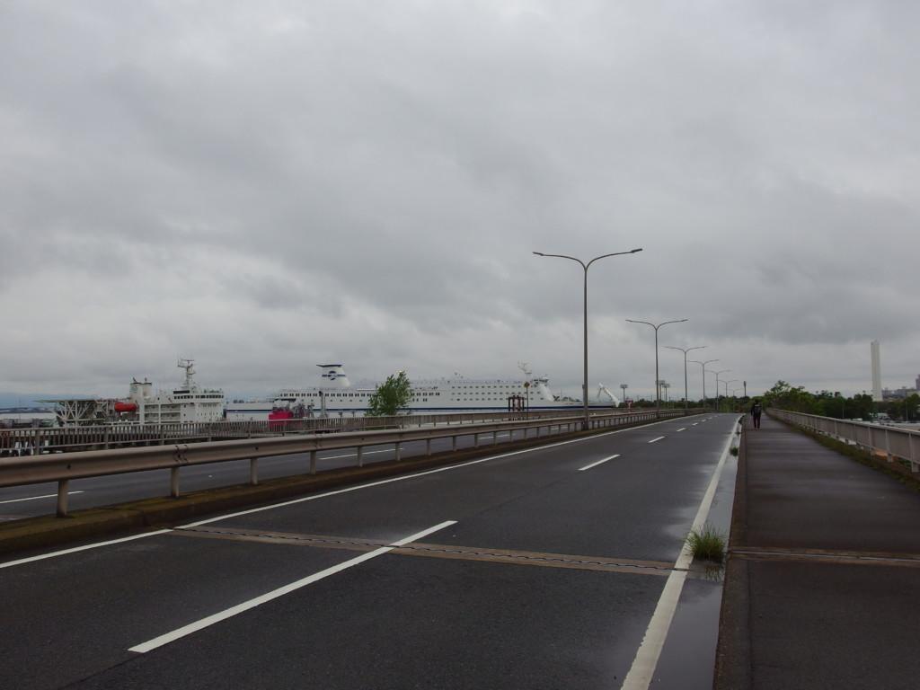 金城ふ頭駅から徒歩で名古屋フェリー埠頭を目指す